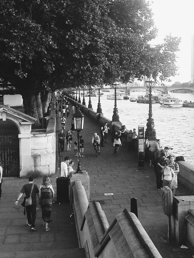 Stroll beside the Thames